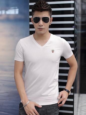 Ao Thun Co Tim Trang Kem AT543