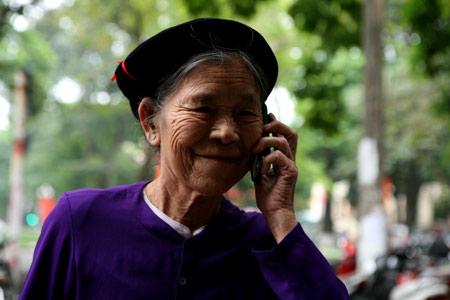 Su Dung Dien Thoai Cho Nguoi Gia Co Loi Ich Gi