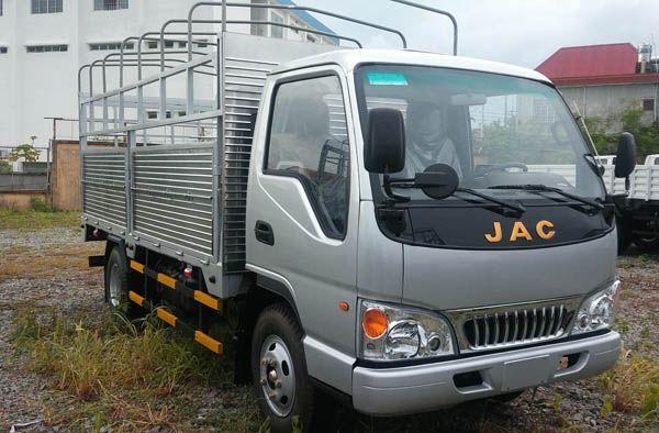 Cong ty ban xe tai JAC 245 tan 2T45 245T cong nghe Isuzu vao duoc noi thanh gia re giao ngay xe