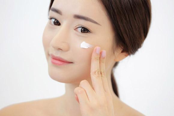 Kem Chong Nang Trang Diem Sun Cream Makeup voi SPF 45