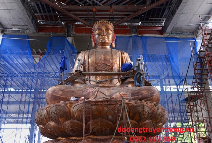 Tuong phat dong nang 30 tan