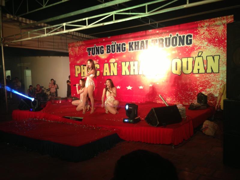 Cho thue san khau thi cong background