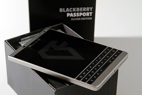 Nhung dong thiet bi di dong Blackberry Passport silver so tien thanh toan re o The gioi Blackberry