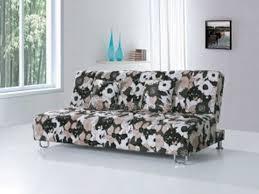 Thay doi khong gian voi sofa boc da in hoa tiet