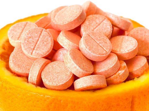 Vitamin C chong lao hoa va lam sang da vung mat
