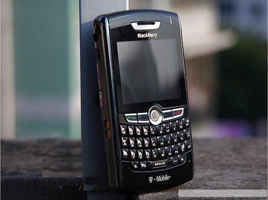 Kieu dang va hieu nang cua BlackBerry 8800 8110 se la mot diem vo voi noi bat va thu hut doi cung 8