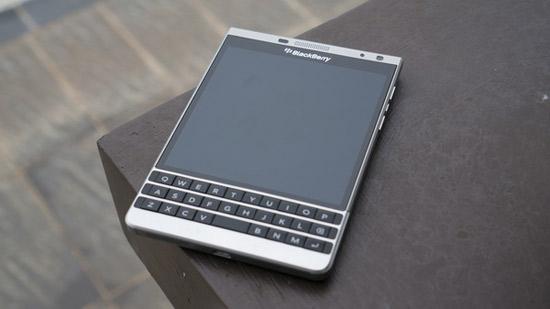 Smartphone Blackberry Passport Silver la mot chiec dien thoai co thiet ke kha la chat lieu rat chat