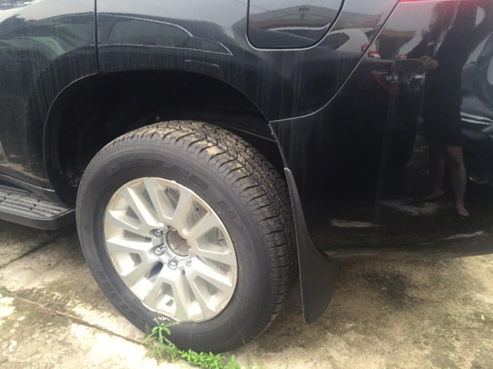 Ban Toyota Land Cruiser Prado mau den uu dai cao