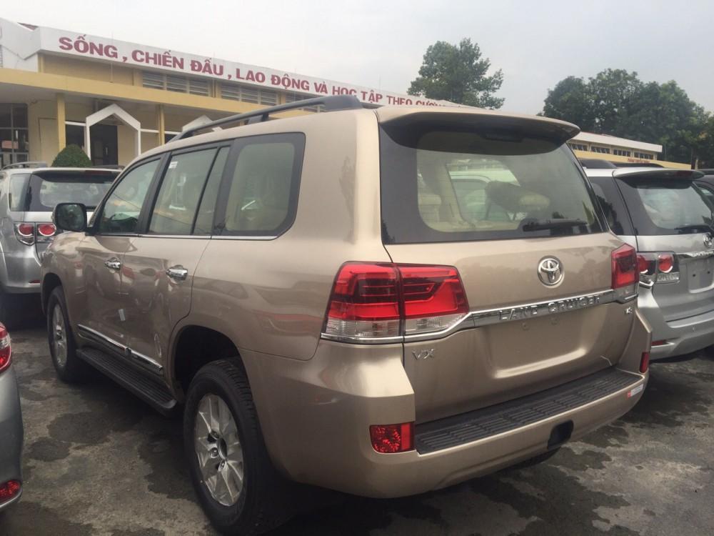 Ban xe Toyota Land Cruiser mau Dong khuyen mai