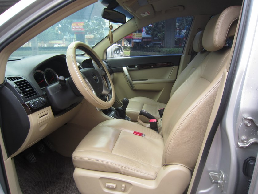 Chevrolet Captiva LT 2009 mau bac