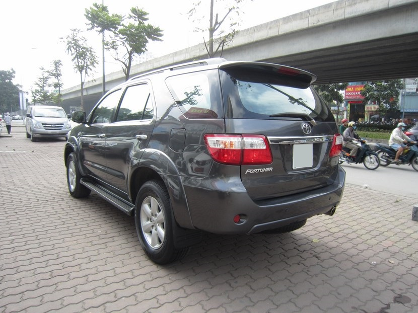 Toyota Fortuner 27 4x4 may xang 2009