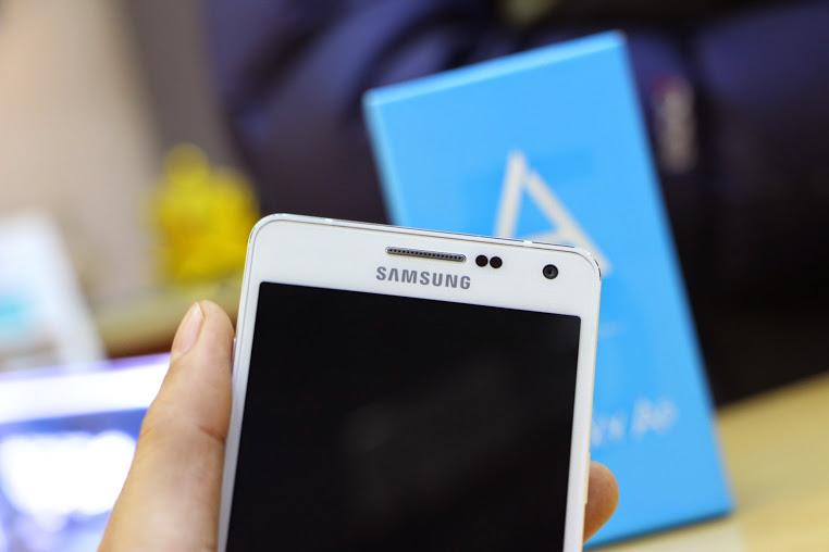 Bat ngo voi giai phap thay mat kinh Samsung A5 chi 40 phut va chi phi re o quan 7