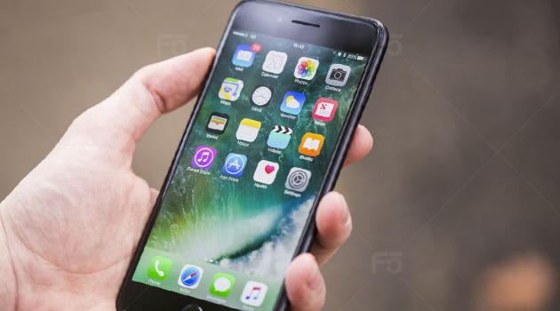 Chon mua iPhone quoc te 32GB hay ban lock 256GB gia tuong duong