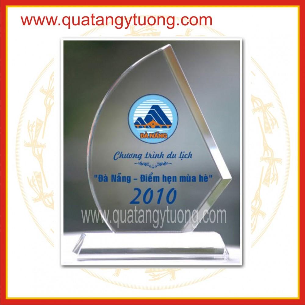 Chuyen san xuat bieu trung trophy thuy tinh cup pha le ky niem chuong thuy tinh
