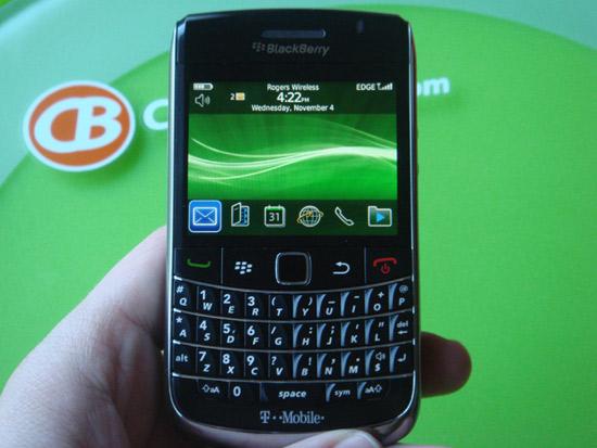 Mot trong nhung dong may dang cap nhat cua dien thoai do la BlackBerry 9700 9780 voi mau co ban da
