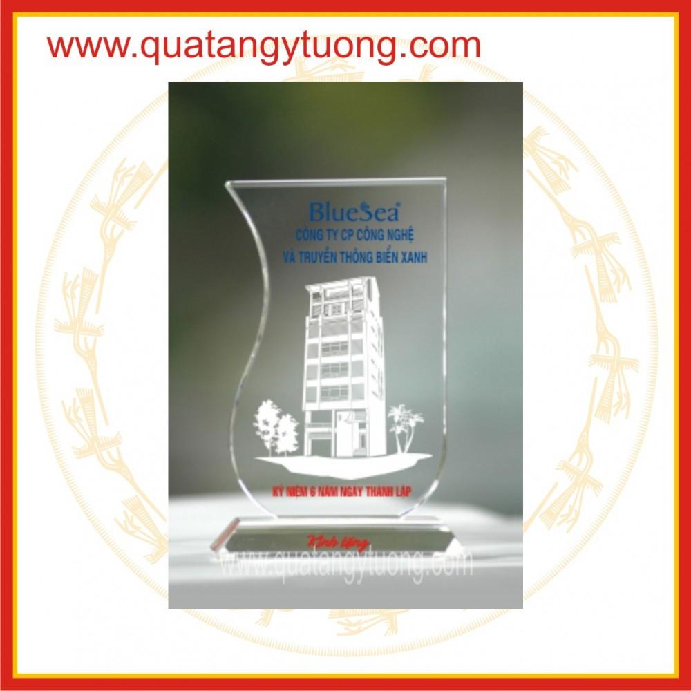 San xuat ky niem chuong thuy tinh trophy thuy tinh cup luu niem pha le thuy tinh