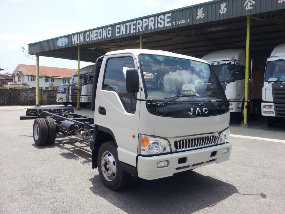 Xe tai JAC 24 tan2400kg JAC 2T4 thung dai 37m xe tai jac 2 tan 42T4 gia hap dan