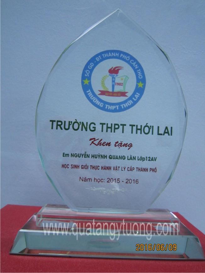 Co so san xuat bieu trung cup luu niem thuy tinh ky niem chuong pha le