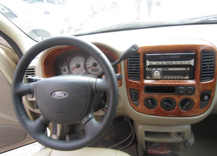 Ford Escape AT 2005 315 trieu