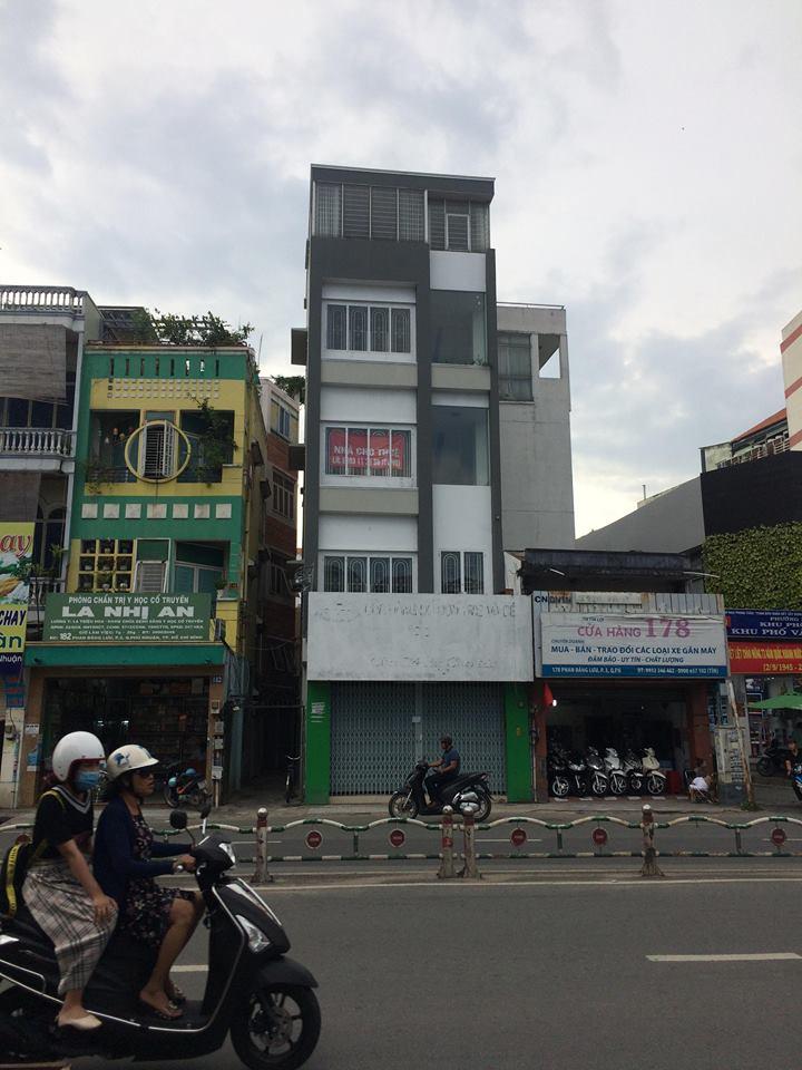 Nha mat tien 180 Phan Dang Luu gan nga 4 Phu Nhuan