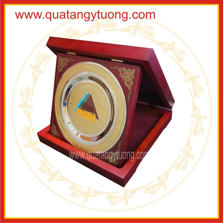 Xuong san xuat bang vinh danh dai ly bang chung nhan go dong