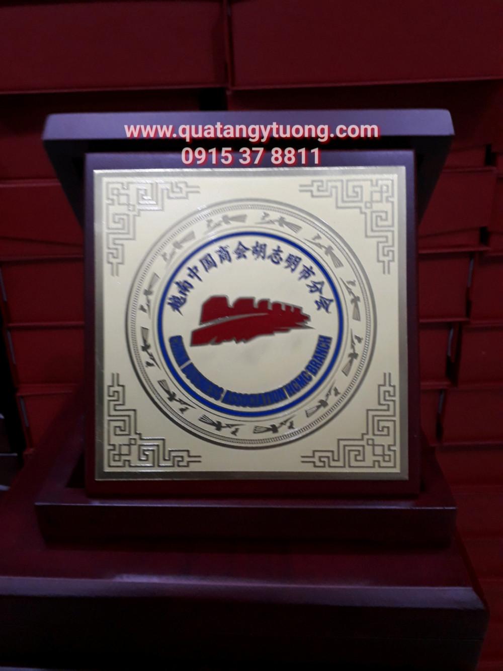 Co so san xuat bieu trung bang vinh danh bang chung nhan dai ly bang go dong