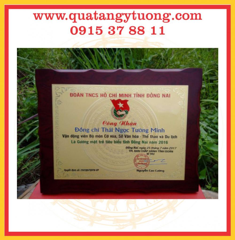 Chuyen lam ky niem chuong go bieu trung go bang chung nhan dai ly
